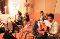Kathi Fourth Band (วงดนตรีขนาด 4 คน) งานแต่งงาน 20/09/57 @โรงแรมเดอะเวสทินแกรนด์ คลิปการแสดงภายในงาน http://youtu.be/ZEHnI1XqMNE รายละเอียด : รูปแบบวง วง Kathi Fourth Bandรับแสดงงานในโอกาสพิเศษต่างๆ สนใจติดต่อ 080-807-7194 Line ID : pumzper