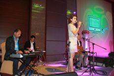 Kathi Fourth Band (วงดนตรีขนาด 4 คน) 14/03/57 งานแต่งงาน@โรงแรม Grand Four Wing ศรีนครินทร์ คลิปการแสดงภายในงาน http://youtu.be/n5yyZOWLCAE รายละเอียด :รูปแบบวง วง Kathi Fourth Band รับแสดงงานในโอกาสพิเศษต่างๆ สนใจติดต่อ 080-807-7194 Line ID : pumzper